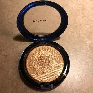 """Gently Used Mac highlighter in """"Oh Darling"""""""